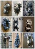 Vieux heurtoirs de porte réglés images stock