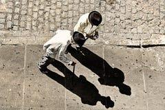 Vieux hommes avec leurs ombres Photos libres de droits