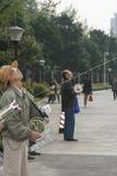 Vieux hommes pilotant des cerfs-volants à Chengdu, porcelaine Images libres de droits