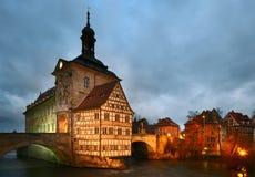 Vieux hôtel de ville dans le crépuscule. Bamberg. Image stock