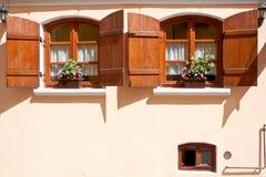 Vieux hublots à Sighisoara Photographie stock libre de droits