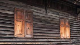 Vieux hublots en bois Image stock