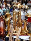 Vieux instruments en laiton au marché aux puces, Grèce Image libre de droits