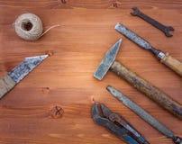 Vieux instruments rouillés de construction images libres de droits