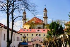 Vieux jardins d'église de saint Casimir à Vilnius, Lithuanie Photo libre de droits