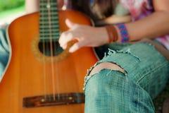Vieux jeans déchirés. Image stock
