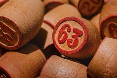 Vieux jeu de table de loto avec les éléments en bois Photo libre de droits