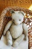 Vieux jouet d'ours de nounours Photo stock