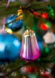 Vieux jouet du ` s d'arbre de Noël, sous forme de cloches Image stock