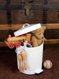 Vieux jouets abandonnés Photographie stock