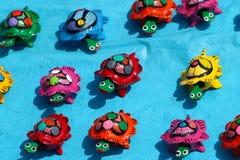 Vieux jouets en bois mexicains, tortues colorées Images libres de droits