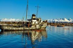 Vieux à l'extérieur utilisé bateau Photo libre de droits