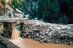 Vieux lac de mine dans le jour d'hiver Image libre de droits