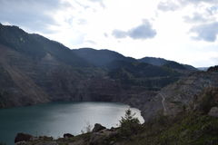 Vieux lac de mine dans le jour d'hiver Photo libre de droits