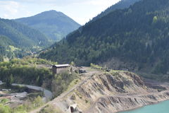 Vieux lac de mine dans le jour d'hiver Images libres de droits