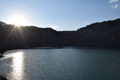 Vieux lac de mine dans le jour d'hiver Photos stock