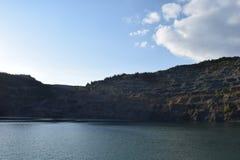 Vieux lac de mine dans le jour d'hiver Photos libres de droits
