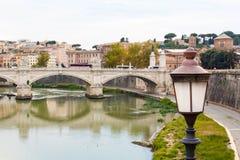Vieux lanterne et pont Images libres de droits