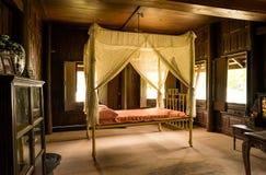 Vieux lit conçu Photo stock
