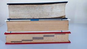 Vieux livre épais Images stock