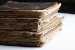 Vieux livre avec le cache en cuir dur. Image libre de droits