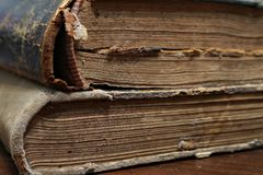 Vieux livre Feuilles d'un vieux livre Macro photos stock