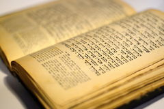 Vieux livre juif gentil Images stock