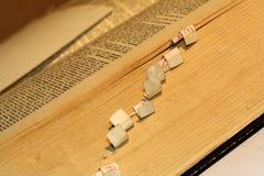 Vieux livre latin image stock