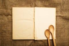 Vieux livre ouvert de recette Image stock