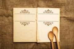 Vieux livre ouvert de recette Photographie stock libre de droits