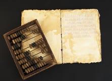 Vieux livre stylisé avec l'abaque d'expert Image libre de droits
