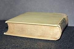 Vieux Livre vert de moisi Photo stock