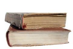 Vieux livres d'isolement Deux livres sont sur une surface Images stock