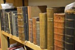 Vieux livres dans le latin image libre de droits