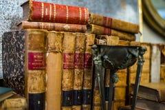 Vieux livres dans le magasin d'antiquités, Bruxelles Photos libres de droits
