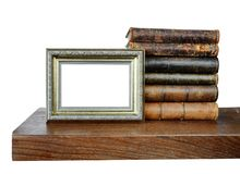 Vieux livres et un cadre antique de photo photos libres de droits