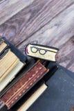 Vieux livres et verres de repère Images libres de droits
