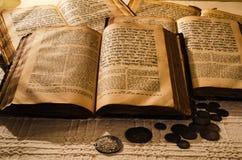 Vieux livres juifs saints image libre de droits