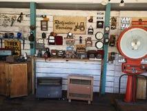 Vieux mécanicien Garage image libre de droits