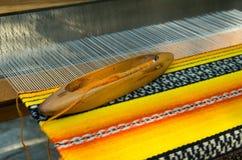 Vieux métier à tisser de tissage et fil de fil Photographie stock libre de droits