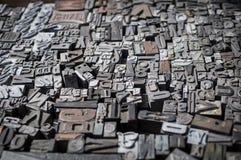 Vieux meurent les lettres et les numéros de presse Photo stock