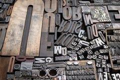 Vieux meurent les lettres et les numéros de presse Photographie stock libre de droits