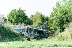 Vieux Mikoyan-Gurevich superficiel par les agents MiG-23MF Photos libres de droits