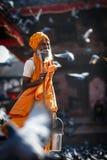 Vieux moine à Katmandou Image libre de droits