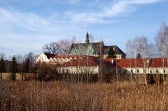 Vieux monastère dans Lutomiersk photographie stock