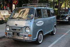 Vieux monospace minuscule classique de Subaru photographie stock libre de droits