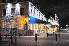 Vieux Montréal par nuit images stock