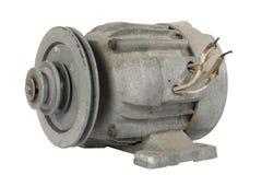 Vieux moteur électrique avec une poulie (d'isolement) photographie stock libre de droits