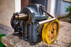 Vieux moteur filmé d'ascenseur image stock