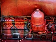Vieux moteur tracteur rouge photographie stock libre de droits